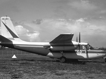 Over the years a good number of Commanders have been used in Australia. Built as N6885S in January 1957, s/n 680-464-134 was modified with the installation of a McMillan 7601X nose radome on December 17, 1958. It was sold to AVIS Rent-A-Plane Pty Ltd on November 28, 1965 and exported to Australia, where it was registered as VH-AVC on April 26, 1966. AVIS operated it until October 1969.